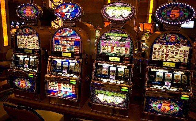Бонусная система и популярные автоматы казино Лотору