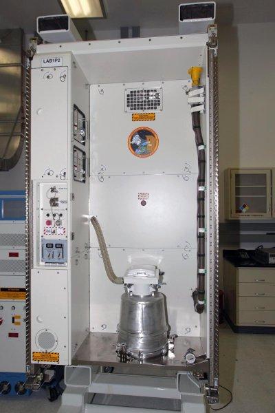 Космонавты NASA рассказали и показали ужасы туалета в космосе
