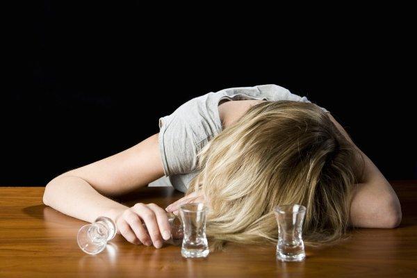 Специалисты: Лесбиянки чаще страдают от алкогольной зависимости