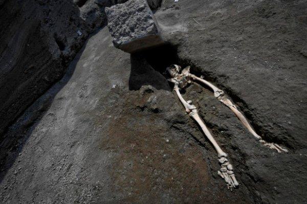 В Помпеях нашли скелет мужчины, который пытался выжить во время извержения Везувия