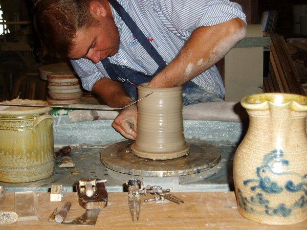 Высокоскоростным спеканием учёные увеличили упругость и пластичность керамики