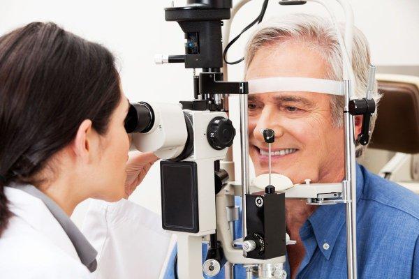 Саратовские ученые создали прибор, лечащий близорукость