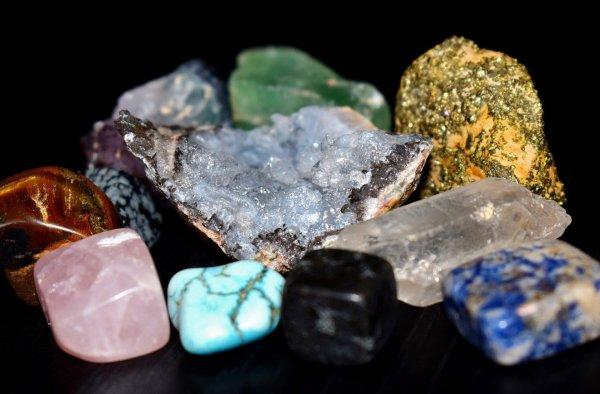 Геологи из МГУ нашли 13 новых минералов около вулкана на Камчатке