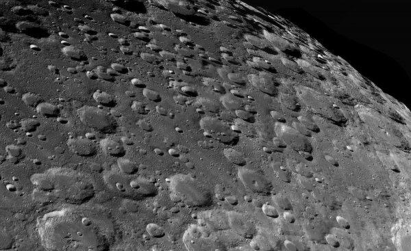 Ученые зафиксировали глубокие километровые тоннели под поверхностью Луны