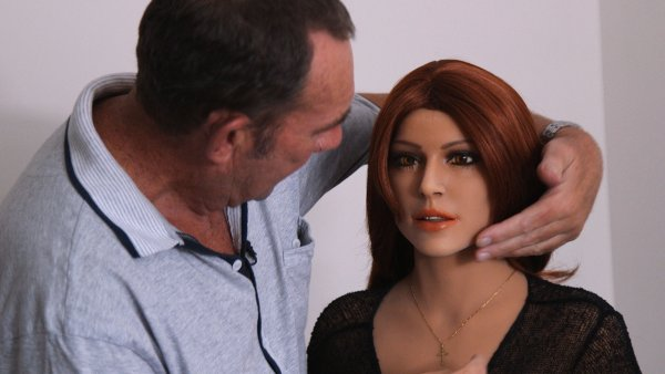 Эксперты: Использовать секс-куклы вредно и даже опасно