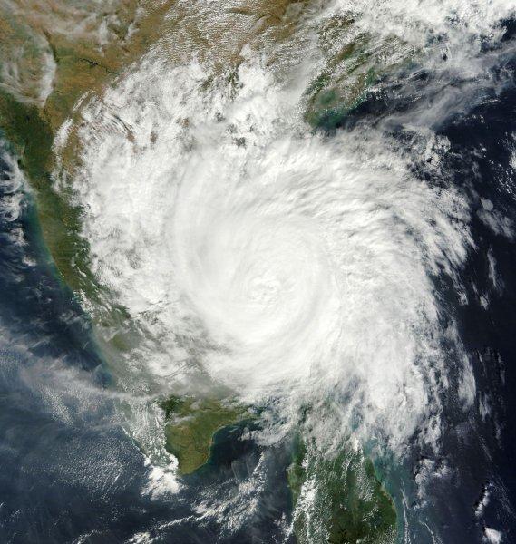 Ученые выяснили причину возрастающей разрушительной силы ураганов