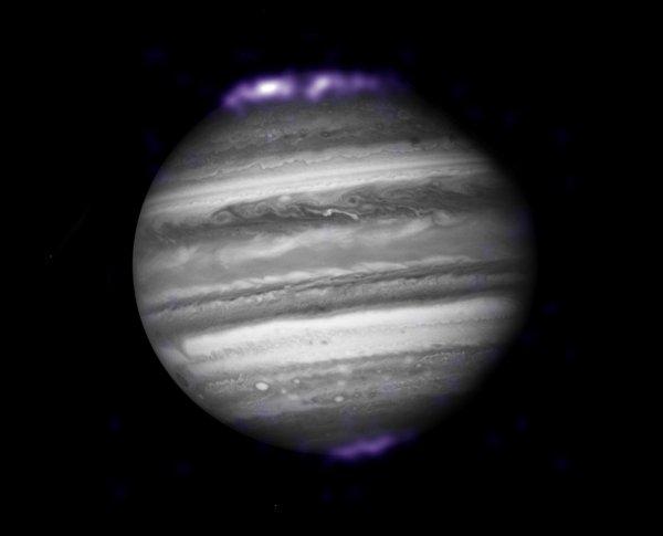 Исследователи раскрыли загадку молний на Юпитере