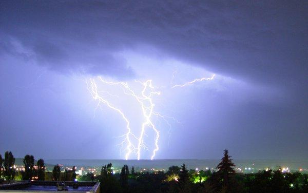 Учёные: Люди веками неправильно рисуют молнию