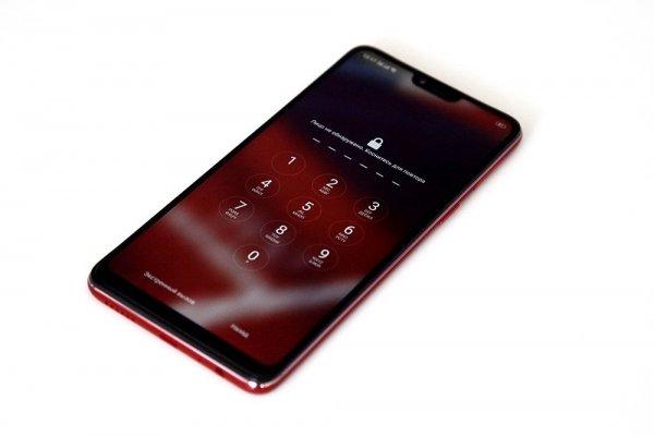 В Китае представили уникальный селфи-смартфон OPPO F7