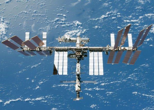 Космонавт продемонстрировал коррекцию орбиты МКС