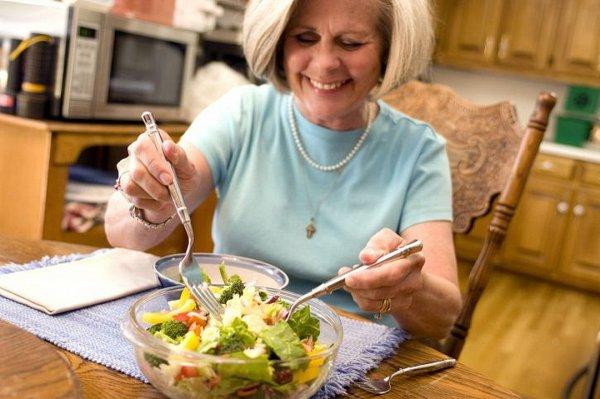 Учёные: Больше удовольствия можно получить при поедании еды необычным способом