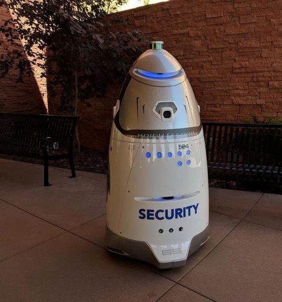 Первый робот-охранник начал работу в Аризоне