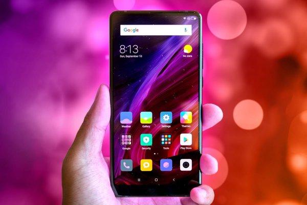 В Сети появился первый «живой» снимок безрамочного Xiaomi Mi Mix 3