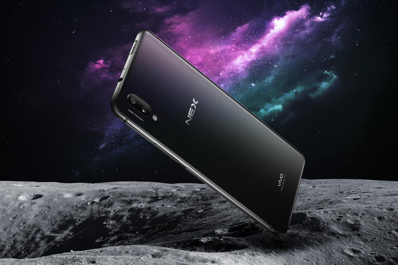 Vivo NEX дебютировал: мощный безрамочник с выдвижной камерой