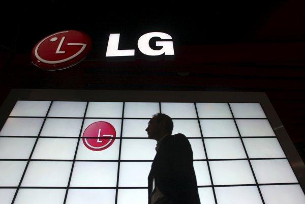 LG создаст первый складной смартфон