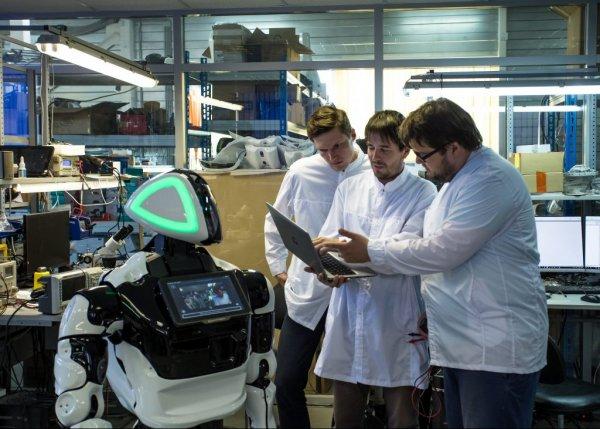 Российские студенты будут изучать робототехнику с помощью Promobot