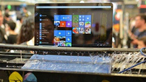 В Китае создали первый в мире водонепроницаемый ноутбук