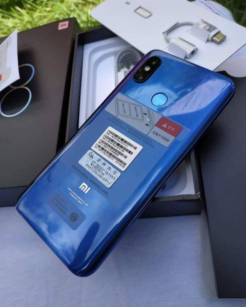 Цена передового смартфона Xiaomi Mi 8 резко снизилась