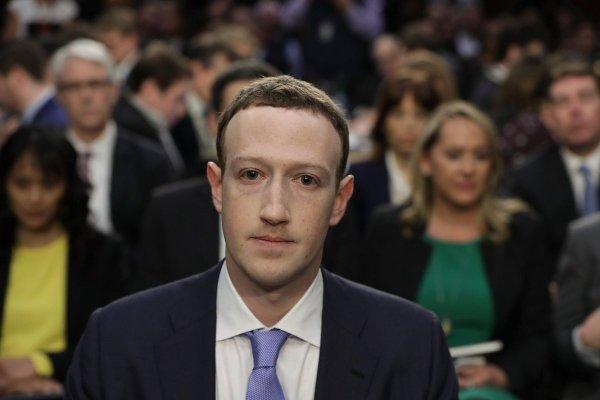 Марк Цукерберг предлагает создать платный Facebook