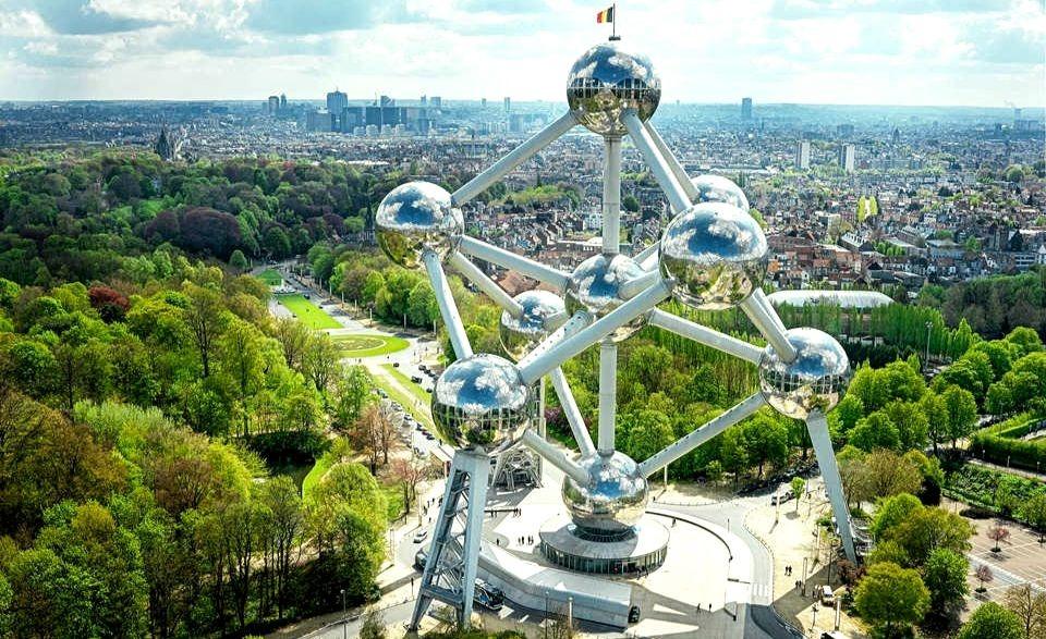 Памятник мирному атому в Брюсселе и его особенности